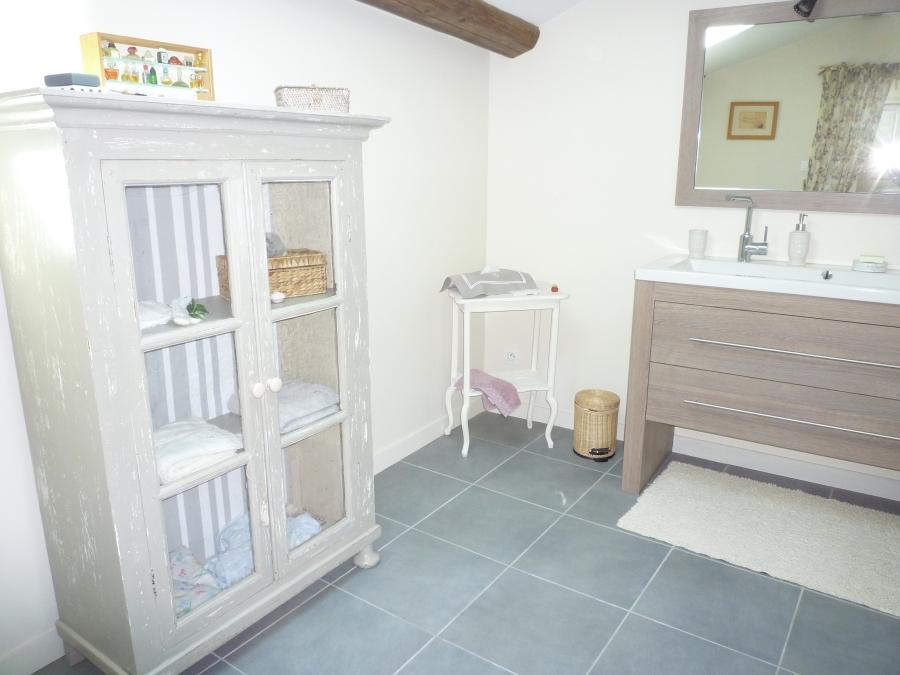 Salle de bain l 39 ancienne cole - Salle de bain ancienne bois ...